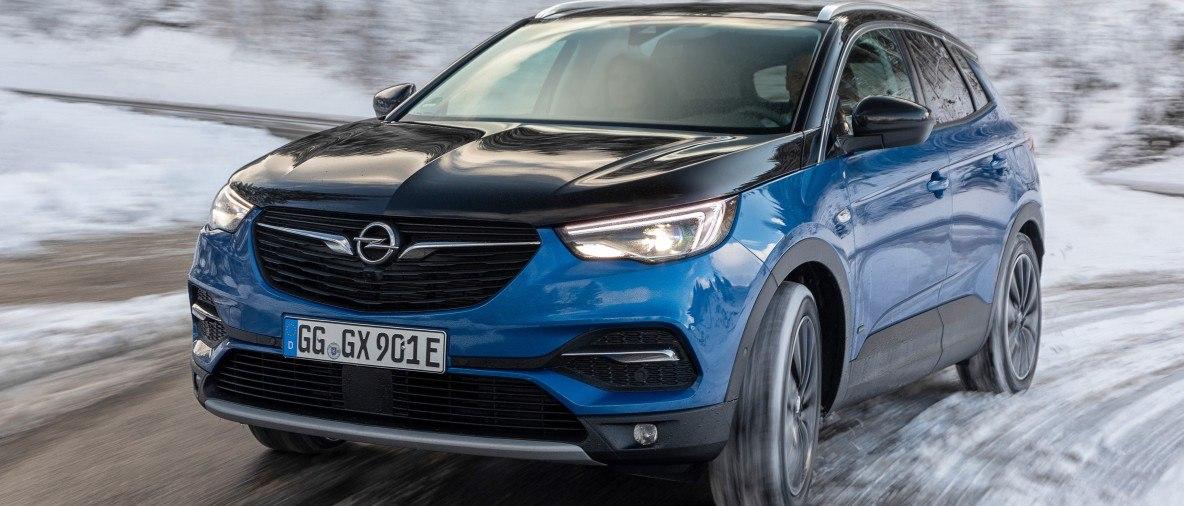 Direzione montagna: le vetture elettrificate di Opel sono perfette per le zone collinari