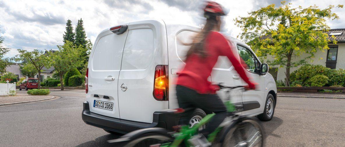 Addio angolo cieco: Opel Combo Cargo con la nuova telecamera