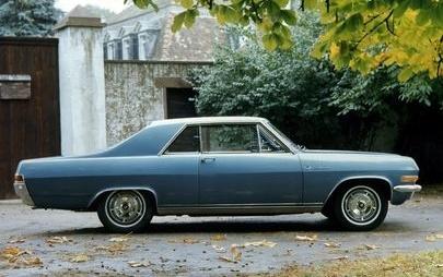 """Insignia e le altre ammiraglie Opel: impostato 60 anni fa il progetto delle """"tre grandi"""""""