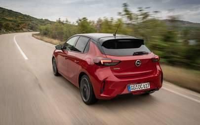 Continua a novembre l'offerta per neopatentati con le tecnologie di Nuova Opel Corsa