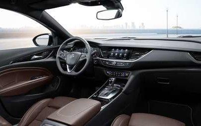 L'ammiraglia in forma smagliante: la nuova Opel Insignia si distingue per le linee tese e la migliore tecnologia di illuminazione del segmento