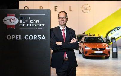 Michael Lohscheller, CEO Opel, inaugura lo stand del marchio al Salone dell'Automobile di Bruxelles