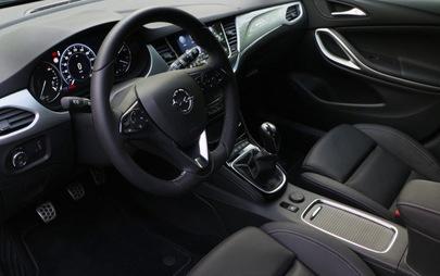 Nuova Opel Astra, consumi record, tecnologia e piacere di guida
