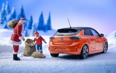 La nuova Opel Corsa-e accende le luci del Natale