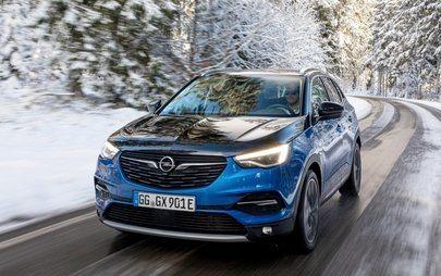 Opel Grandland X Plug-In Hybrid a trazione integrale