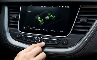Opel Grandland X ibrido plug-in: flessibilità di utilizzo e piacere di guida.