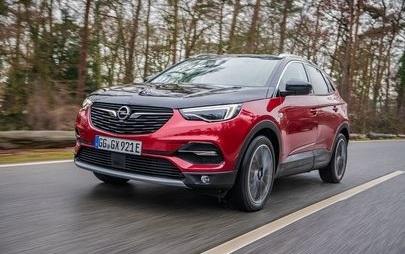 Trazione silenziosa: Opel Grandland X con trazione integrale elettrica