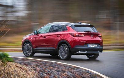 Video Grandland X Hybrid 4: il dinamismo e l'eleganza del primo SUV ibrido di Opel