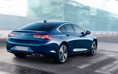 Sulla nuova Opel Insignia brillano i nuovissimi fari IntelliLux LED® Pixel