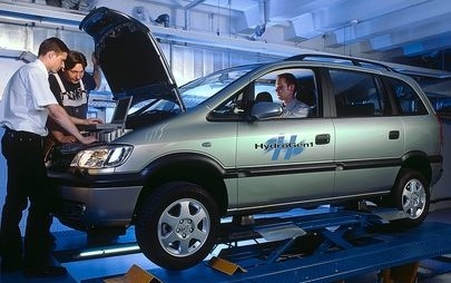 20 anni fa gli 11 record a fuel cell di Opel HydroGen1