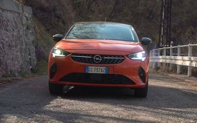 Video: Opel Corsa-e sulle strade panoramiche del lago di Lecco