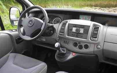 Buone consegne a tutti! Opel Vivaro festeggia il 20° compleanno