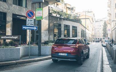 Opel Grandland X Hybrid4: efficiente, elettrico, intelligente. Guidare un veicolo ibrido è divertente
