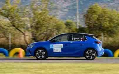 Prima vittoria: Opel Corsa-e vince la Coppa di regolarità FIA E-rally