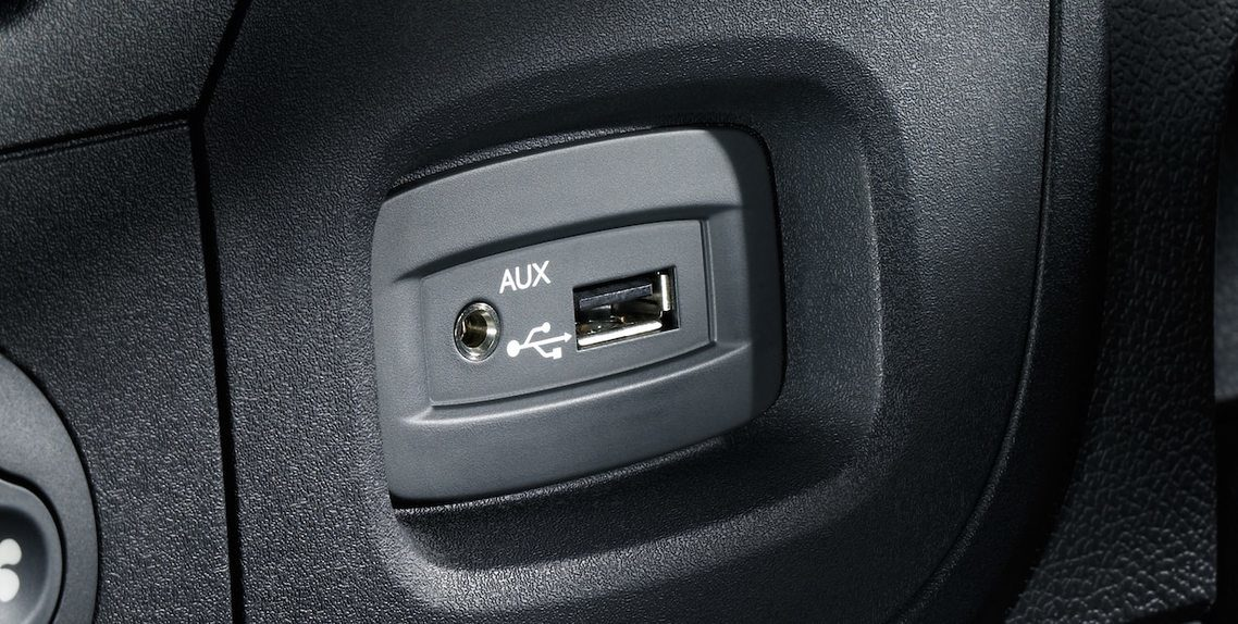 INGRESSO AUX E USB